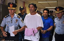 Ronaldinho vẫn chưa thể trở lại cuộc sống bình thường
