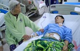 Hai con mắc ung thư, mẹ già 85 tuổi bất lực nhìn con vì không đủ tiền chữa trị