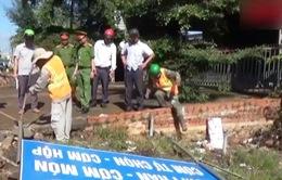 Giải tỏa các công trình vi phạm hành lang ATGT đường Hồ Chí Minh