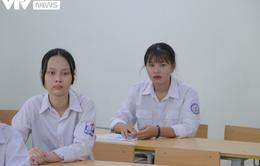 Thí sinh căng thẳng trước giờ G kỳ thi vào lớp 10 THPT năm 2020 tại Hà Nội