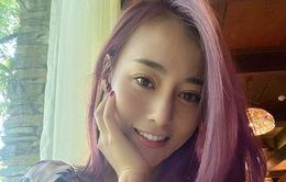 """Phương Oanh bất ngờ nhuộm tóc tím hồng, Bảo Thanh khen """"bắt trend tới bến"""""""