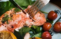 Ăn cá mỗi tuần có thể bảo vệ não bộ khỏi tác hại của ô nhiễm không khí
