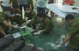 Cảnh sát giao thông nổ súng, truy bắt 2 đối tượng vận chuyển 200 kg ma túy đá