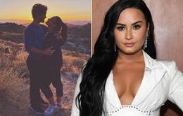 Choáng với nhẫn đính hôn trị giá 500.000 USD của Demi Lovato