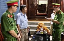 Tạm giữ khẩn cấp 1 Trưởng phòng Ban Dân tộc tỉnh Nghệ An và 1 Giám đốc doanh nghiệp