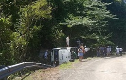 Xe chở khách du lịch lao xuống vực, 8 người tử vong