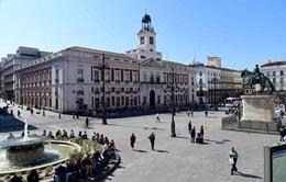 Lo ngại COVID-19, Anh loại Tây Ban Nha khỏi danh sách an toàn du lịch