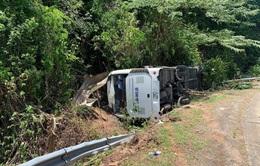 Hiện trường vụ lật xe khách làm 13 người thiệt mạng tại Quảng Bình