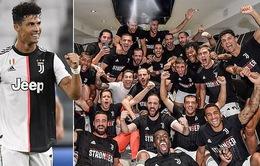 Ronaldo tỏa sáng, Juventus vô địch Serie A sớm 2 vòng