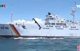 Lực lượng kiểm ngư Việt Nam phổ biến pháp luật cho ngư dân trên biển