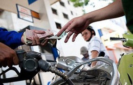 """Xăng dầu, điện nước """"hâm nóng"""" CPI tháng 7"""