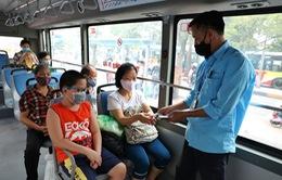 Hà Nội tái khởi động chống dịch COVID-19 trên xe bus