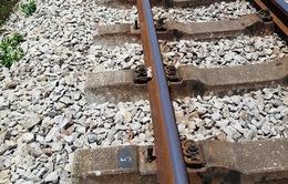Thiếu tiền chơi game, 2 thanh niên tháo trộm thiết bị đường sắt đem bán sắt vụn