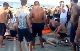 3 thanh niên đuối nước do bị sóng cuốn khi tắm biển