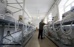 Tình nguyện viên tại Séc chế tạo máy thở cho các bệnh viện