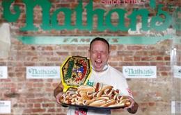 Sự thật khó tin, người đàn ông ăn 75 chiếc hot dog trong 10 phút