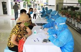 Gần 54.000 người về từ Đà Nẵng, các điểm test nhanh COVID-19 ở Hà Nội quá tải