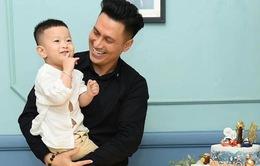 Việt Anh căng thẳng vượt qua khủng hoảng hậu ly hôn cùng con trai