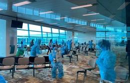 Đưa hơn 240 công dân Việt Nam từ Singapore về nước an toàn