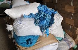 Bình Dương: Phát hiện trên 2 triệu chiếc găng tay y tế tái chế sắp tuồn ra thị trường
