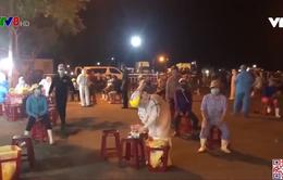 Trắng đêm xét nghiệm Covid-19 cho hơn 3 ngàn ngư dân ở cảng cá