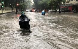 Hà Nội: Mưa to gây ngập cục bộ tại một số tuyến đường