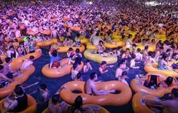 COVID-19 không cản được hàng nghìn người Vũ Hán đổ về lễ hội âm nhạc