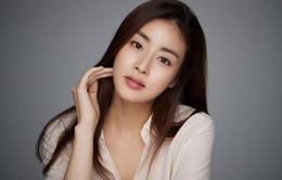 Tình cũ của Hyun Bin kết hôn với bạn trai ngoài ngành giải trí
