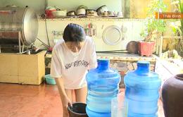 Người dân khốn đốn vì thiếu nước sạch cả tháng trời