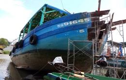 Bắt được tàu cá đâm nghiêng trụ điện trên biển Hòn Tre