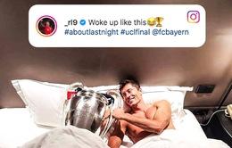 Sướng rơn vì Champions League, sao Bayern Munich ôm cúp bạc... đi ngủ
