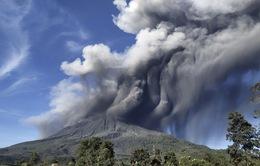 Núi lửa Sinabung phun trào, giới chức Indonesia ra cảnh báo
