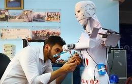 Robot tự chế giúp ứng phó đại dịch COVID-19