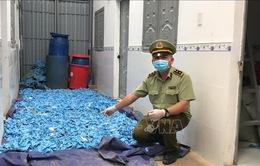 Phát hiện hơn 20 tấn găng tay y tế thu gom để tái sử dụng