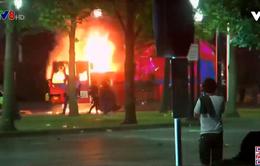 Bang Mỹ ban bố tình trạng khẩn cấp sau vụ cảnh sát bắn người da màu