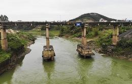 Bắt đầu sửa chữa cầu Đoan Hùng, cấm xe tải, ô tô trên 7 chỗ