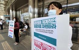 Hàng chục nghìn bác sĩ Hàn Quốc đình công giữa làn sóng COVID-19