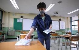 Gần 200 học sinh và nhân viên mắc COVID-19, Hàn Quốc đóng cửa trường học