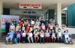 Niềm vui ngày ra viện của 31 bệnh nhân COVID-19 ở Đà Nẵng