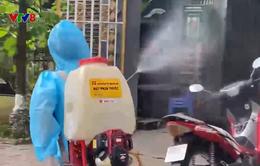 Đà Nẵng: Người dân vùng dịch chủ động phun thuốc tiêu độc khử trùng