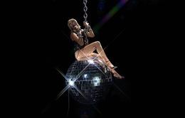 """VMAs 2020: Miley Cyrus bùng nổ, tái hiện khoảnh khắc """"Wrecking Ball"""" kinh điển"""