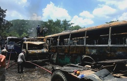 Cháy bãi đỗ xe, 12 ô tô bị thiêu rụi trơ khung