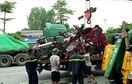 Vụ container chèn ô tô chờ đèn đỏ làm 3 người chết: Nạn nhân sống sót duy nhất hiện ra sao?