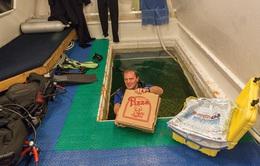 Câu chuyện tiêu tiền: Thắt lưng đồ hiệu hay pizza dưới nước?