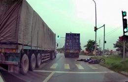 Truy tìm xe container cán chết người rồi bỏ chạy ở Hà Nội