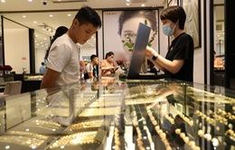 """Tăng cả triệu đồng trong """"chớp mắt"""", giá vàng vượt mốc 62 triệu đồng/lượng"""