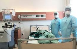 Hai nhân viên y tế khỏi bệnh hiến huyết tương cứu bệnh nhân COVID-19