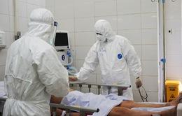 Theo chân bác sĩ Bệnh viện Chợ Rẫy vào cấp cứu bệnh nhân COVID-19 tại Đà Nẵng