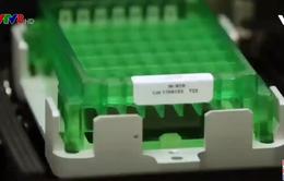 Mỹ bật đèn xanh cho việc phê chuẩn khẩn cấp 1 vaccine ngừa COVID-19