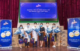 Trao tặng 50.000 khẩu trang y tế và hàng trăm phần quà Trung thu cho đội ngũ y bác sĩ
